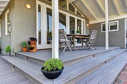 Cómo puedes mejorar el aspecto de tu terraza. Muy fácil con los suelos de composite