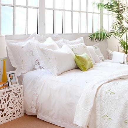 Como decorar la cama castelog - Decorar cama con cojines ...