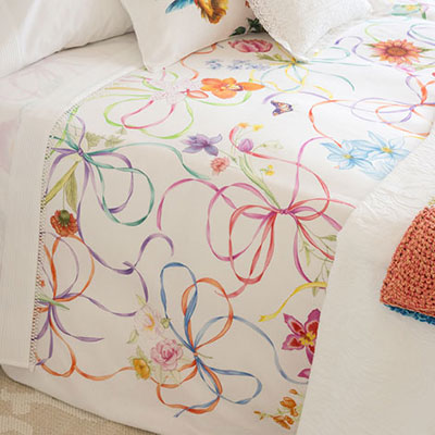 Consejos para decorar la cama de tu dormitorio castelog for Fundas cojines zara home