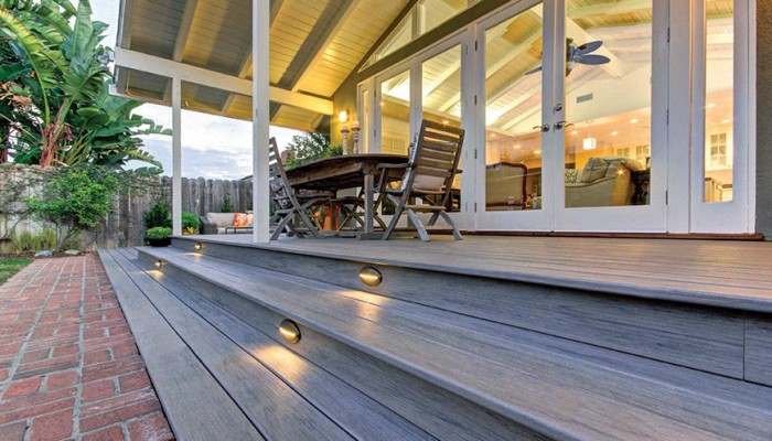 Cómo puedes mejorar el aspecto de tu terraza. Muy fácil con los suelos de composite.